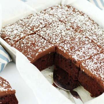 Шоколадный пирог на противне с кремом