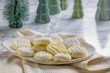 Нежное новогоднее печенье Снежинки