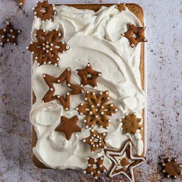 Пряный новогодний торт с кремом