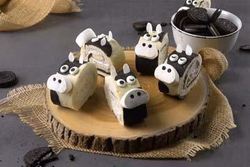 Симпатичные коровки из бисквитного рулета
