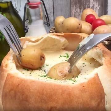 Сыр в духовке камамбер Фондю-башня