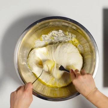 7. Повернуть миску на четверть оборота и повторить процесс