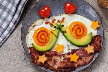 начать день с завтрака в постели