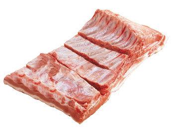 разрезать пласт свинины вдоль на 3 полосы 2