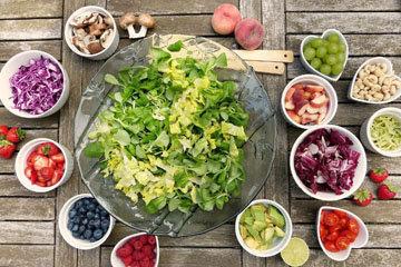 Салат - блюдо разнообразное, вкусное и полезное