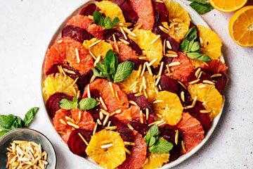 Постный салат из свеклы и цитрусовых