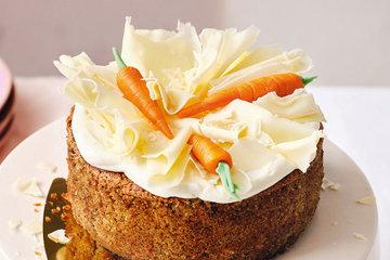 морковки положить между волнами из белого шоколада