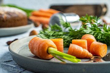морковь можно использовать для украшения пирога