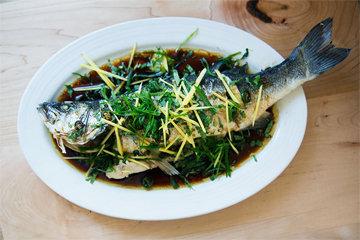Шипящая рыба на пару от мистера Джиу