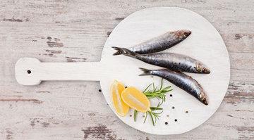 блюдо с рисом и рыбой «хамса»