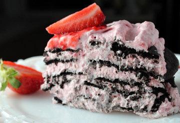 Простой летний клубничный пирог. Как приготовить 5