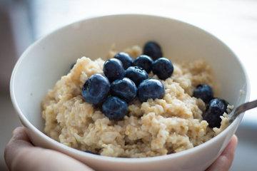 Шаг 2. Добавить специи, сухофрукты, орехи или семечки